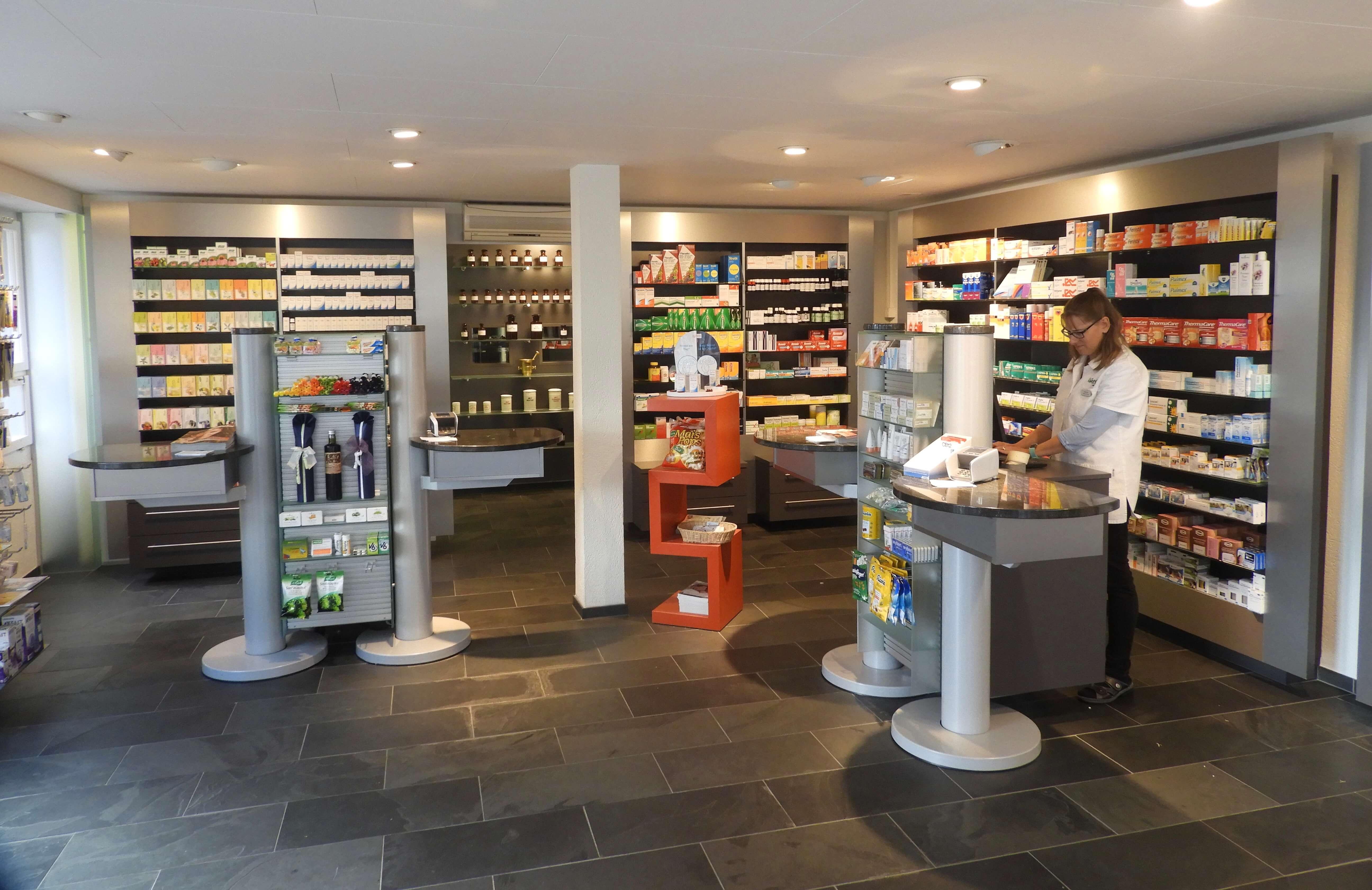 Verkaufsraum_Rütli_Apotheke_Brunnen c