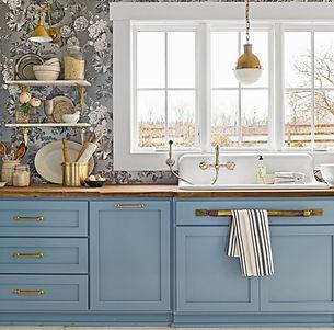 kitchen-lighting-ideas-brass-pendant-sconce-1562015126_edited.jpg