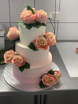 Hochzeitstorte mit echten Blumen & Ombre