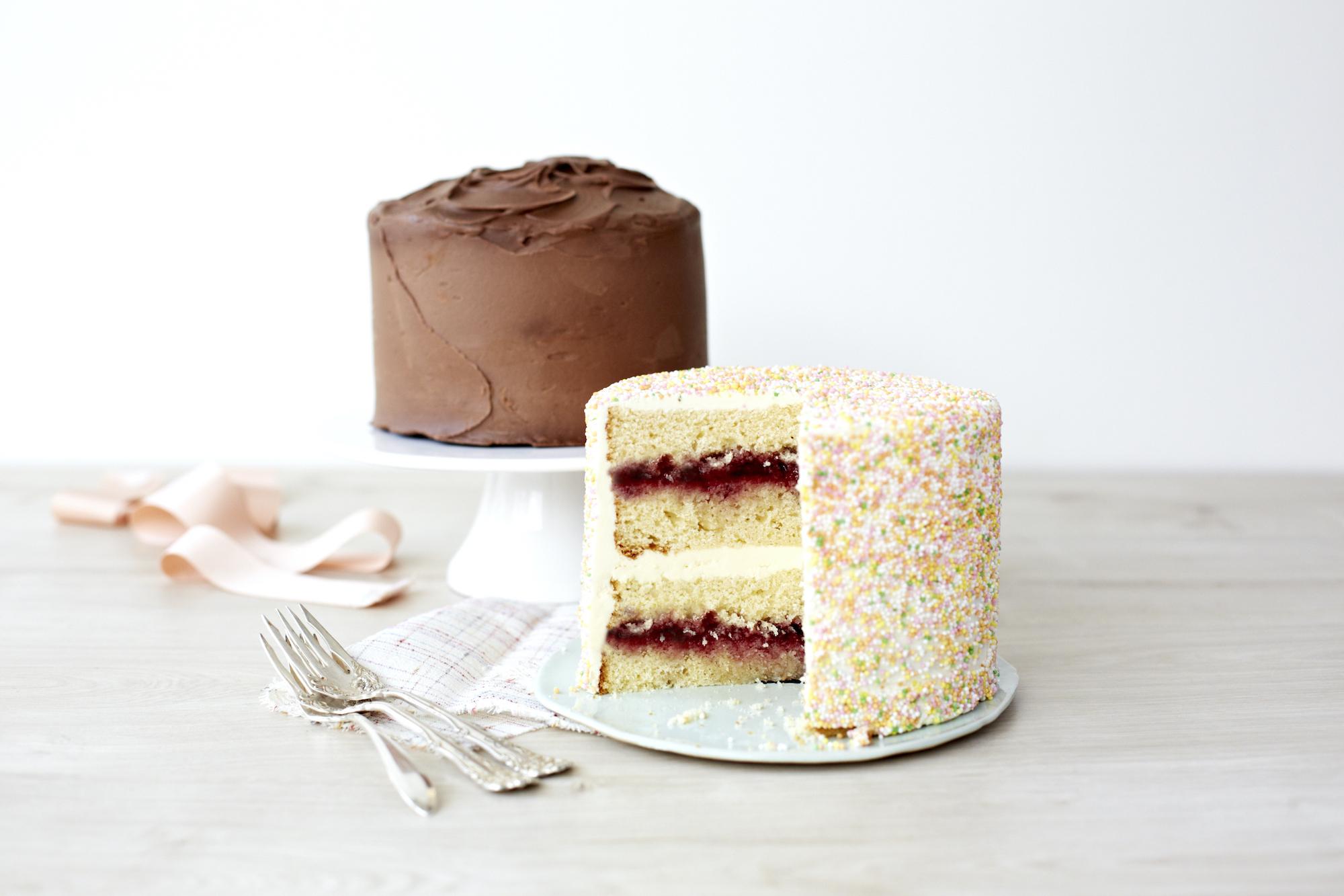 Beide 15 cm Kuchen angeschnitten