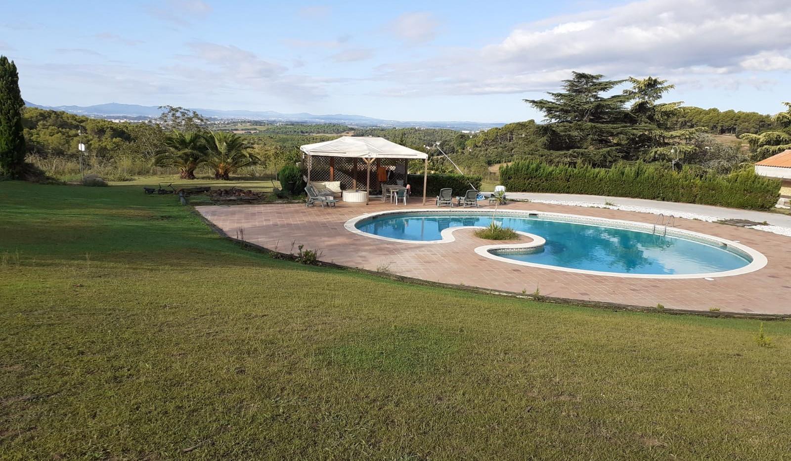 piscina y jardin.JPG