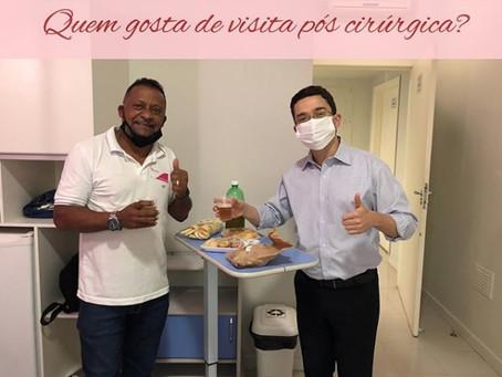 Visita médica após a cirurgia