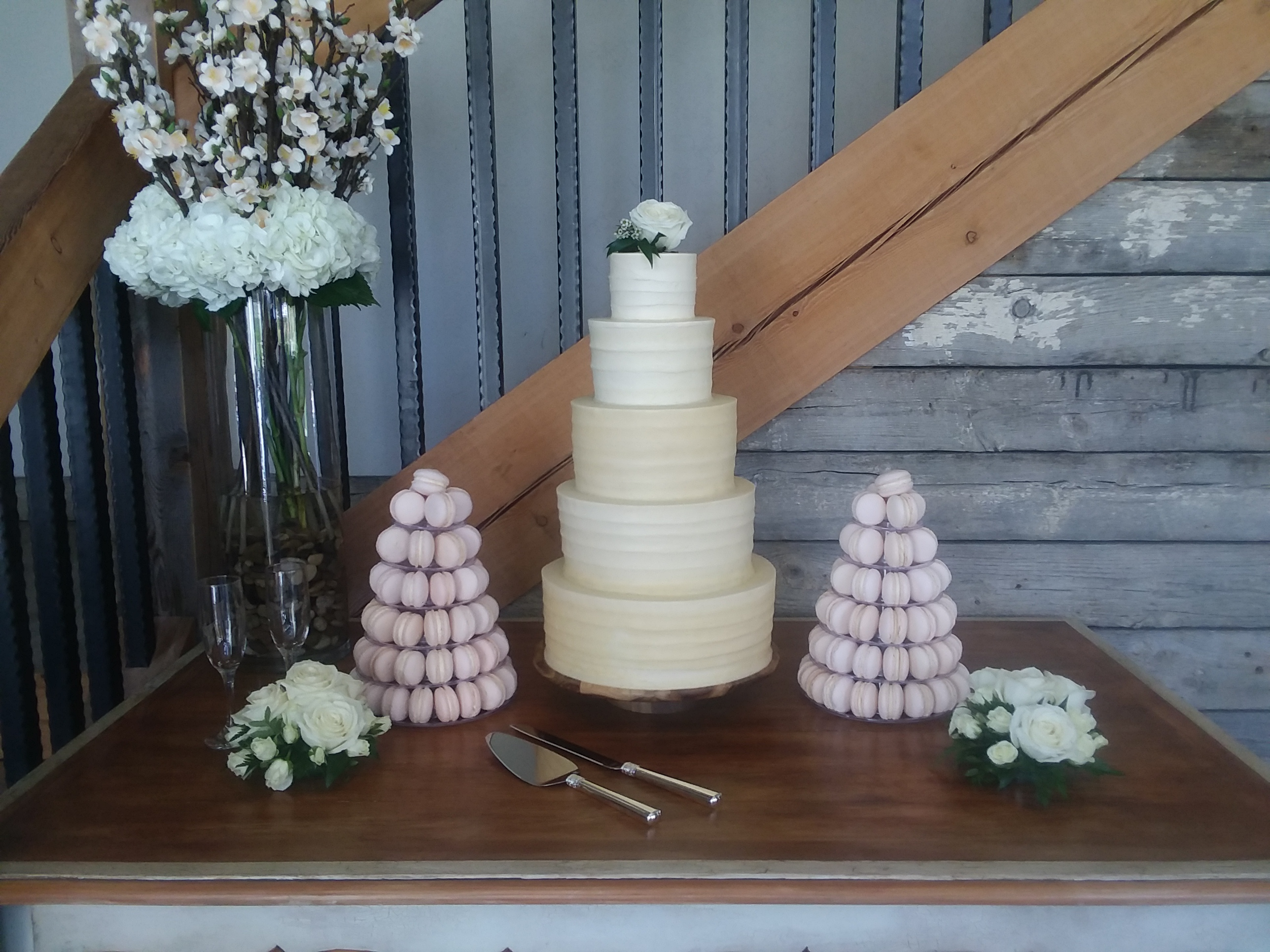 5-Tier Wedding Cake & French macarons