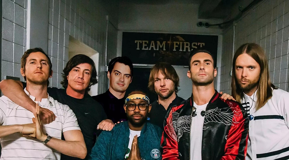 the group maroon 5 posing for a picture