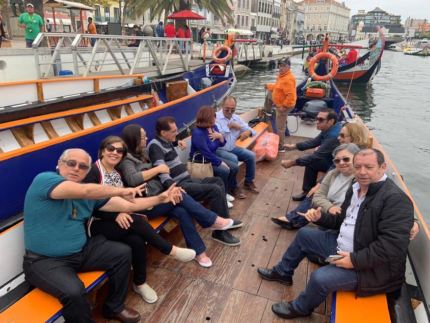 Aveiro tour Passeio num barco Moliceiro pela cidade.