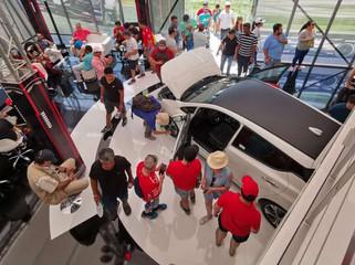 El precio de los autos nuevos aumentó el doble que la inflación y el dólar en febrero
