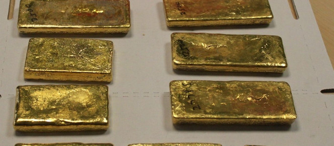 Un pasajero intentó tomar un avión con 16 kilos de oro escondidos en un tupper