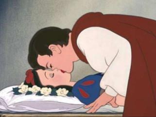 Polémica por Blancanieves: piden cancelar el beso del príncipe porque no fue consensuado