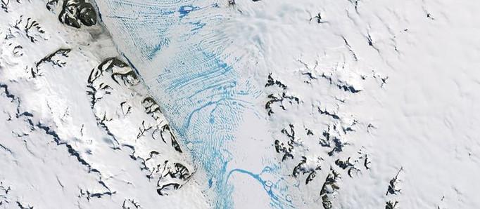 Antártida: detectaron el derretimiento generalizado en una gran barrera de hielo
