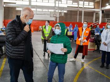 Rodríguez Larreta y Acuña visitaron el centro de testeo de Parque Chacabuco