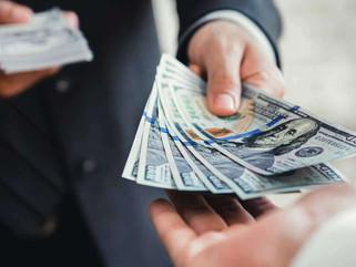 En el último mes, el que compró dólares ganó casi cuatro veces más que el que ahorró en pesos
