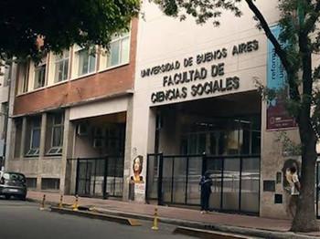 Estudiantes recibidos de la Facultad de Ciencias Sociales de la UBA reclaman la entrega de títulos