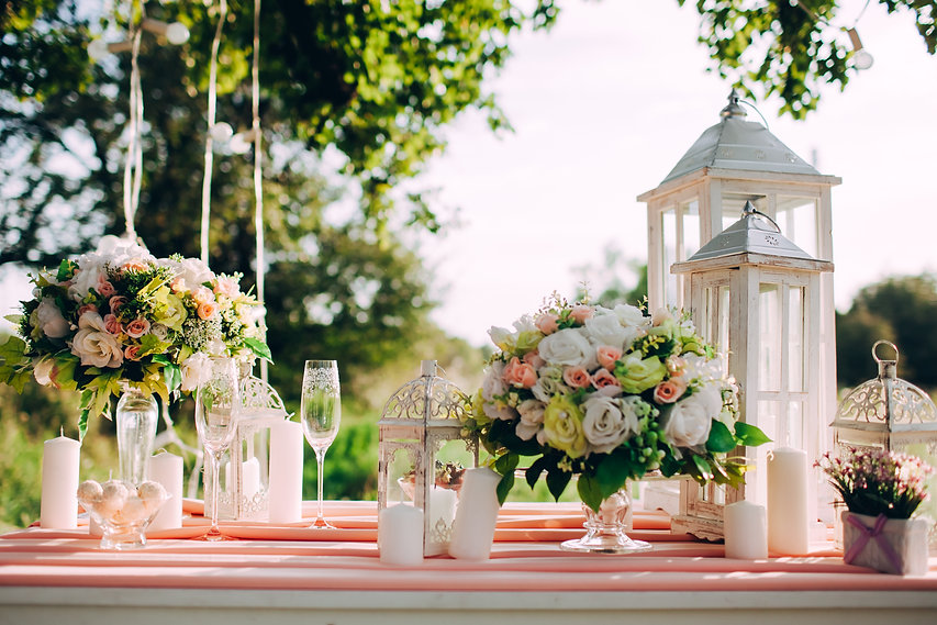beautifully-decorated-festive-table-in-p