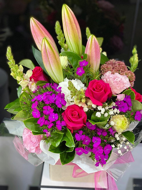 Daily lovely box ( designer choice 5-7 types flowers)