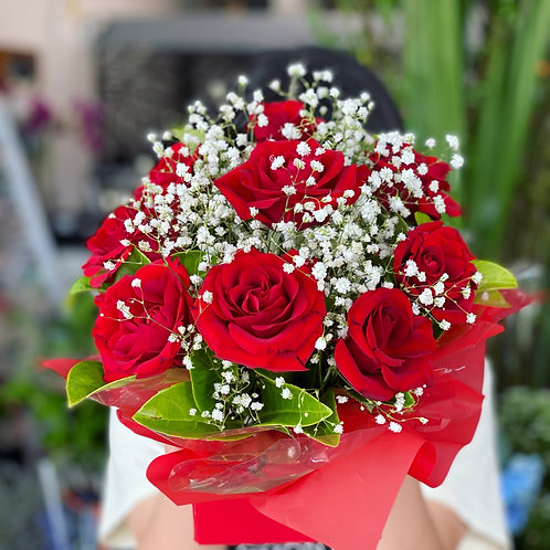 Red love (Classic red rose box with baby breath)