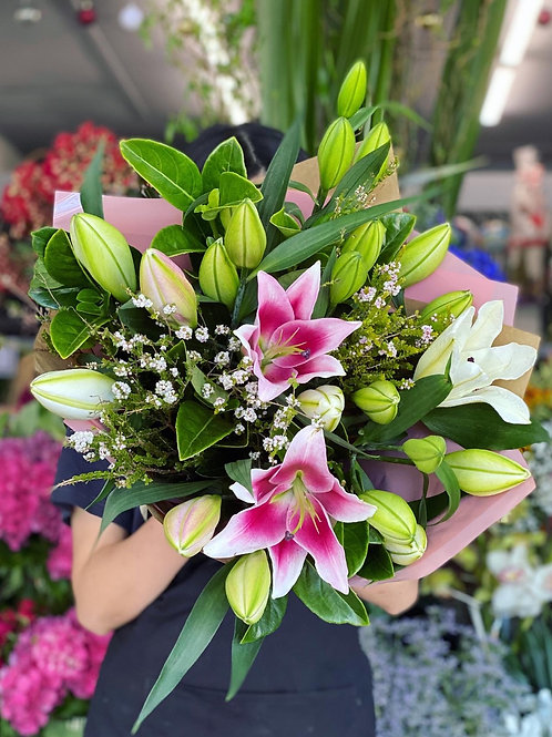 Scented oriental lily delight
