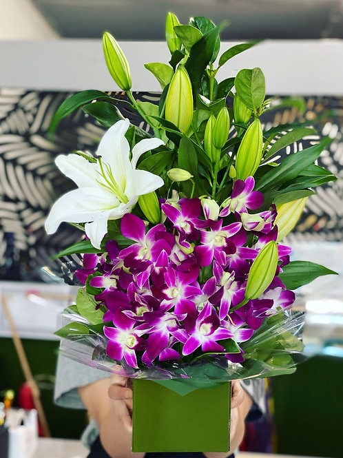 Oriental charm (singapore orchid and oriental lily)