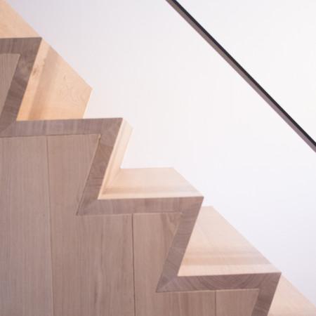 Detail van massieve eiken trap, Z-profiel