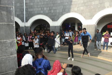 flashmob MGCE. 2jpg.jpg