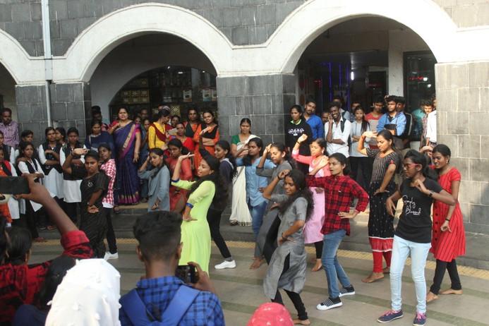 flashmob MGCE.jpg
