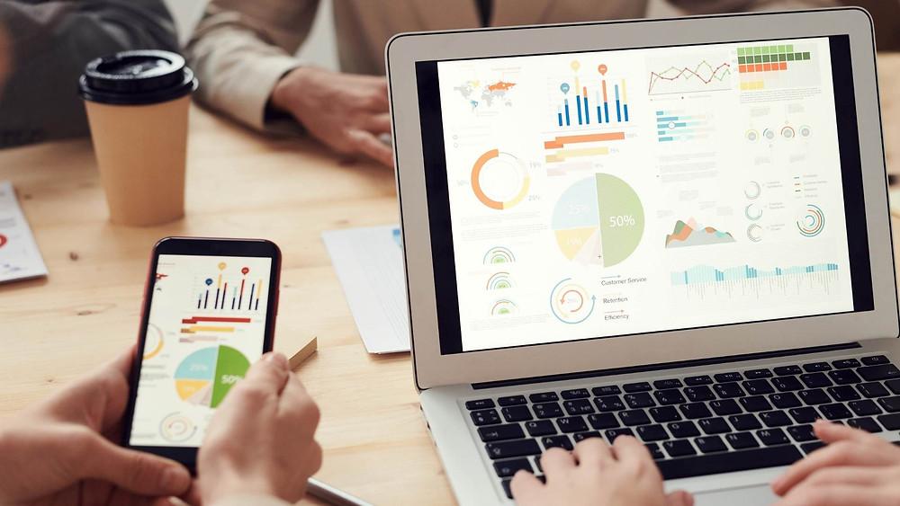 Business Data Scientist presenting stats