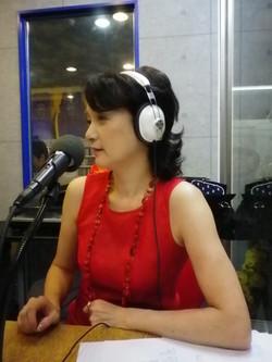 スリットの赤いロングドレス
