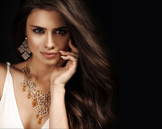 beautiful-woman-with-evening-make-up-jew