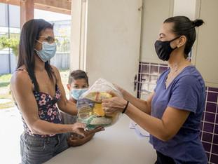 Sábado com entrega de kits de alimentos na rede municipal de ensino