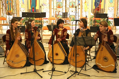WBE Chicago plays a group piece at the St. Nicholas Cathedral in Chicago, 2017