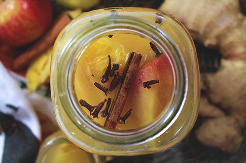 autumn drink, vegan apple drink, jablkový kompót, ovocý nápoj, jesenný nápoj, zázvorový nápoj, nápoj na zahriatie, nápoj na imunitu