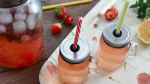 jahodový čaj, ľadový čaj, studený nápoj, osviežujúci nápoj, limonáda, osviežujúca limonáda, jahodová limonáda, straberry lemonade