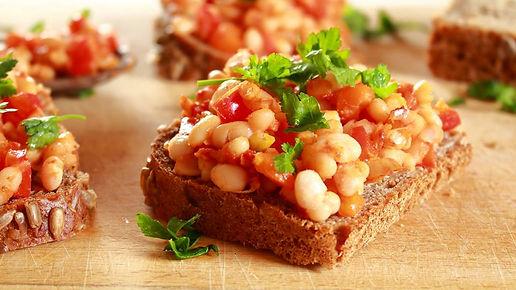 toast,biela fazuľa, toast s bielou fazuľou, toast s bielou fazuľkou, fazuľový chlebík, slané raňajky, toast na raňajky