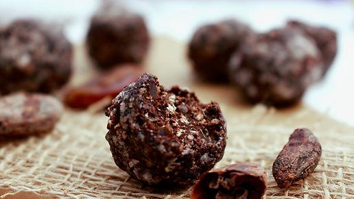 kakaové bôby, zdravé guličky zdravý dezert, guličky z kakaových bôbov, helathy dessert, cocao beans dessert, cocoa beans ball, heathy balls