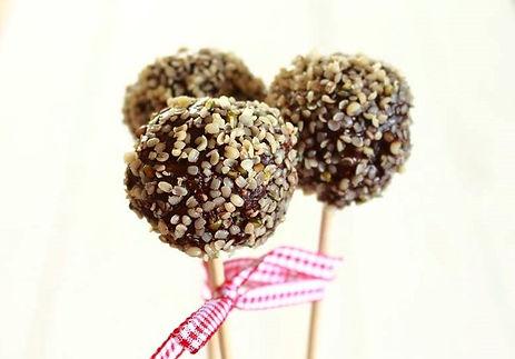 figové guličky, figovo - konopné guličky, konopné guličky, zdravé guličky, zdravé maškrtenie, raw guličky, raw cake pops, tekvicové guličky, tekvica, figy, konopné semienka