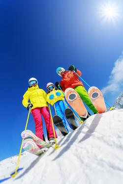 ski_familie_shutterstock_218913499