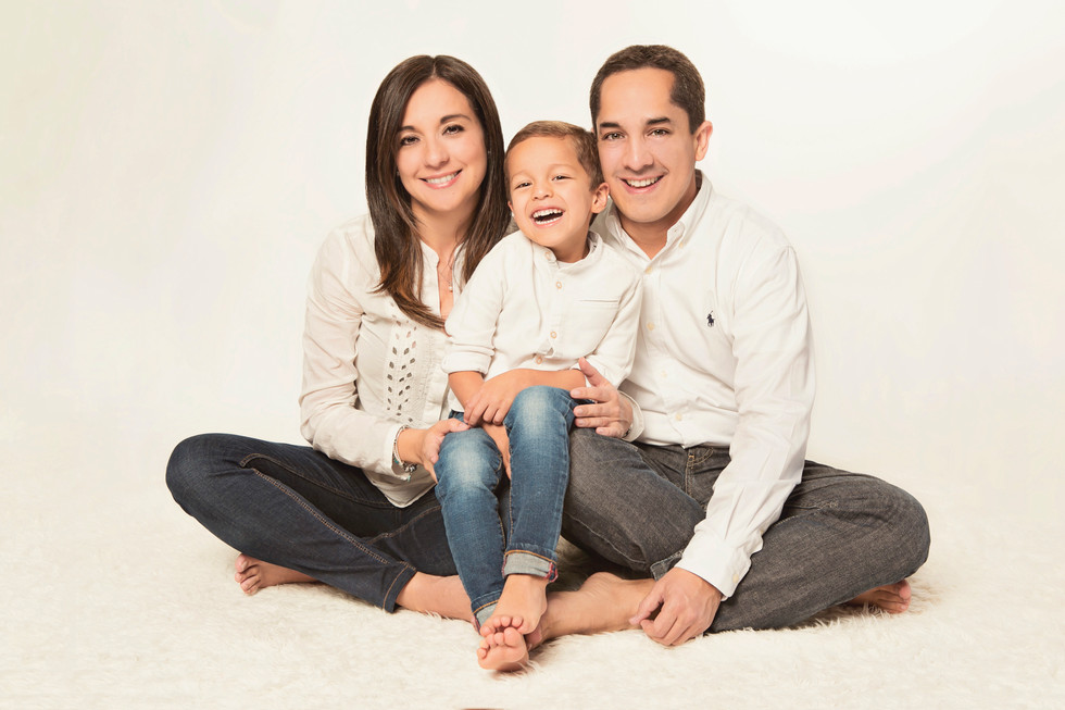 fotografias familias bogota marisol castano studio109 familystudio  familiar44.JPG
