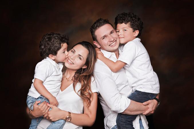 fotografias familias bogota marisol castano studio109 familystudio  familiar45.JPG