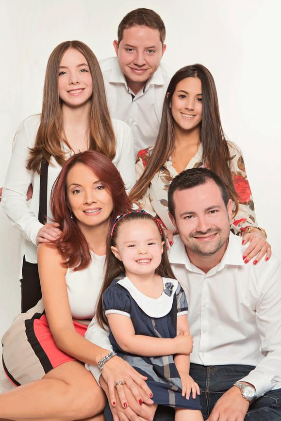 fotografias familias bogota marisol castano studio109 familystudio  familiar05.JPG