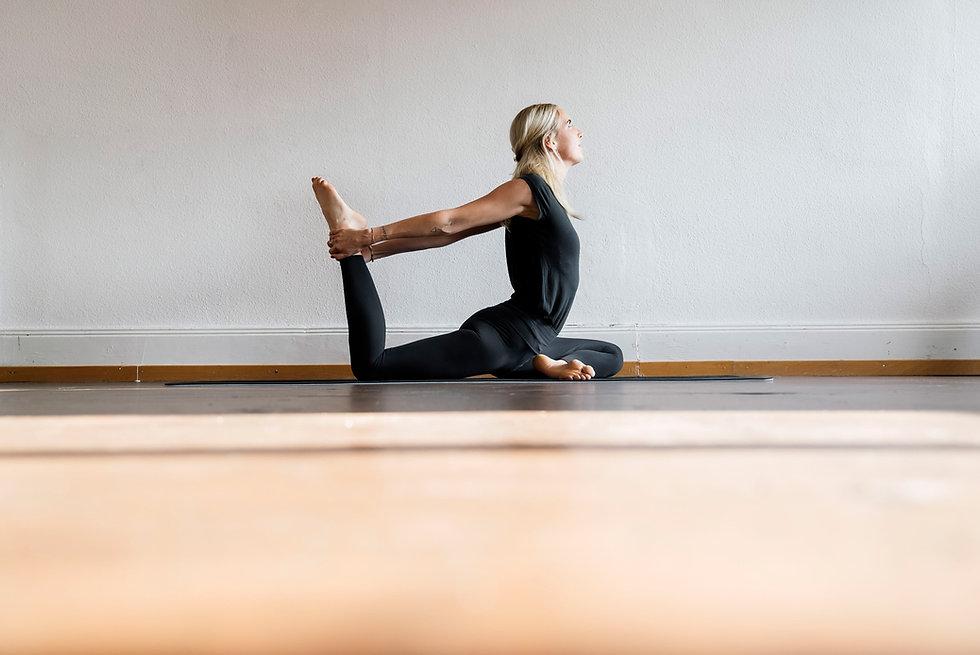 celine_yoga_©Christian-Felber_DSC00524.j