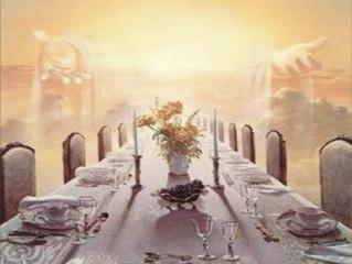 Assentado à mesa do Rei