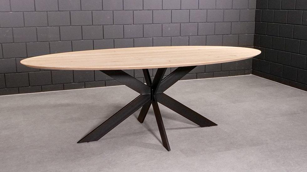 Ovale massief eiken tafel verjongd