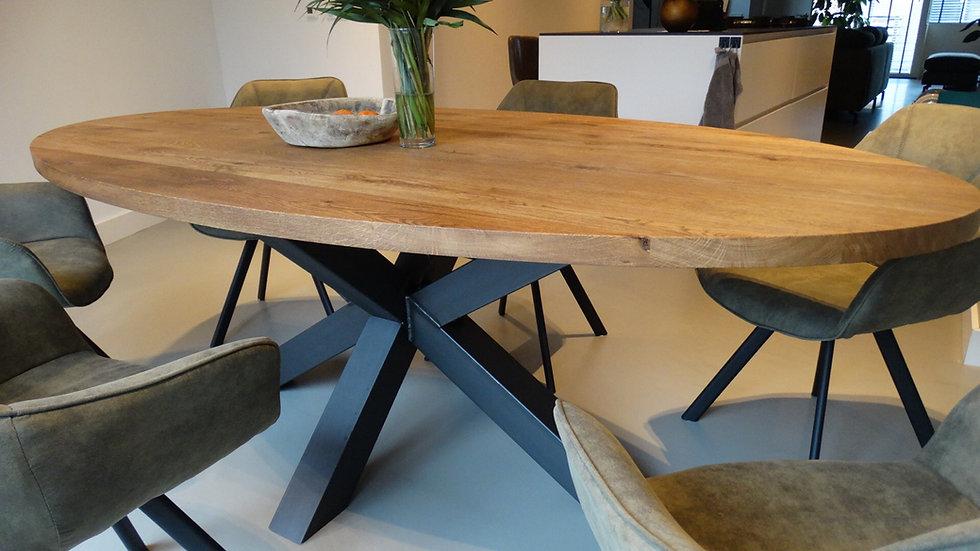 Ovale massief eiken tafel