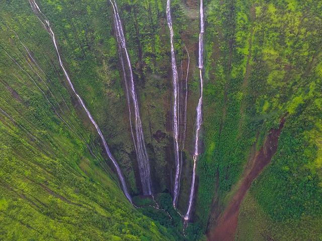 Waihilau Falls in Waimanu Valley