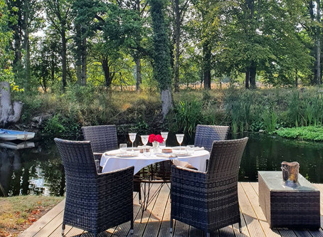 Guest Dinner on the Decking