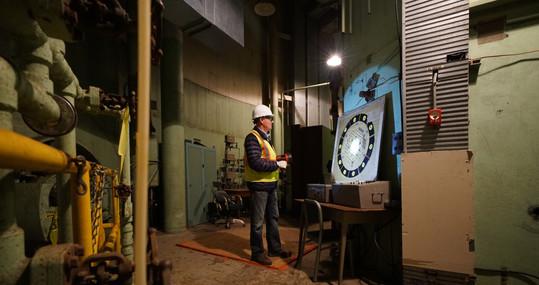 DanWheeler inspects SEFOR.jpg