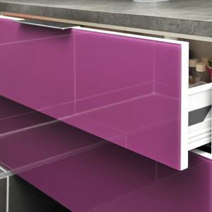 Revestimento de frente de gaveta com vidro pink