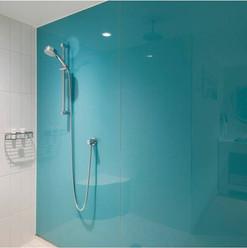 Revestimento da área interna do banho vom vidro azul