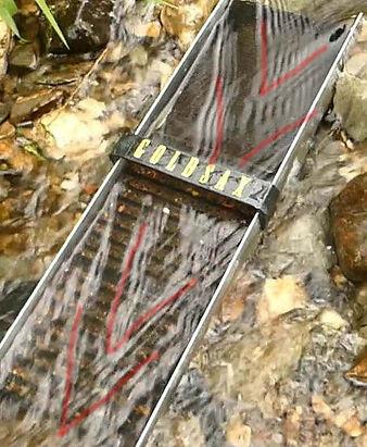 Foto einer Aktivrinne von oben mit eingezeichneten Strömungsmustern