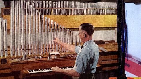 organist%20800%20600_edited.jpg