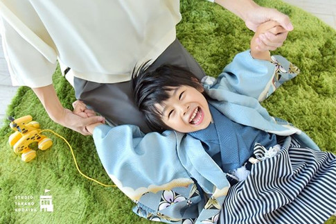 ママと一緒だと_笑顔1000%シリーズ_その2__みんな大好き_ママの膝枕〜!_
